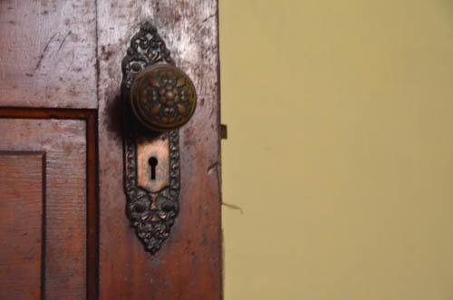 Detail of parlor access to vestibule