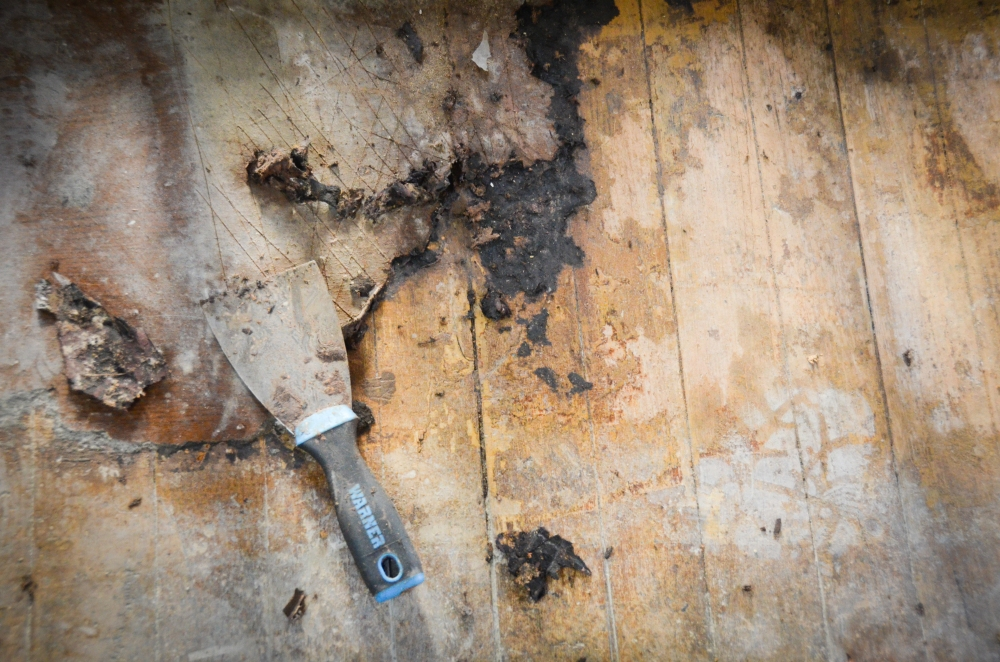 removing linoleum from our hardwood floors