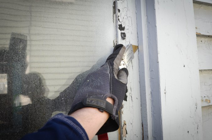 Freeing the upper sash from the clutches of paint