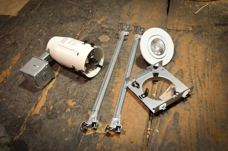 """The 3"""" gimbal light, can, hangers, and hanging mount"""