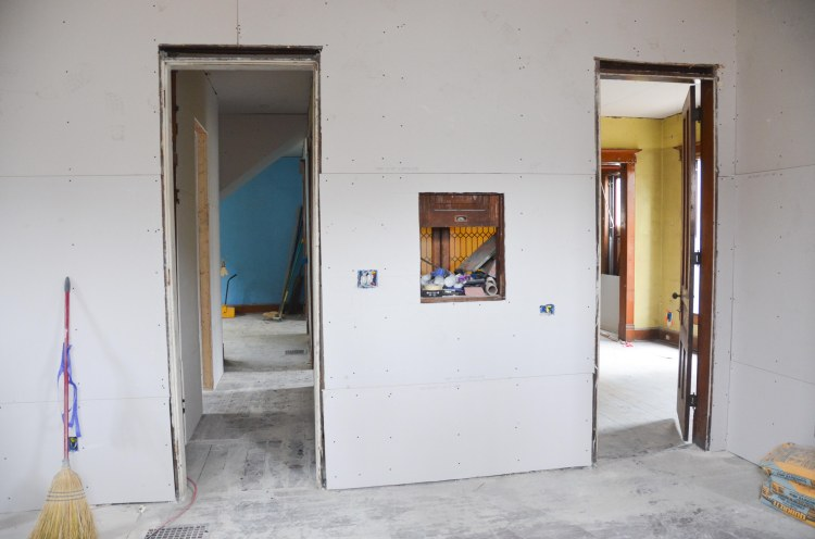 The two entrances to the kitchen